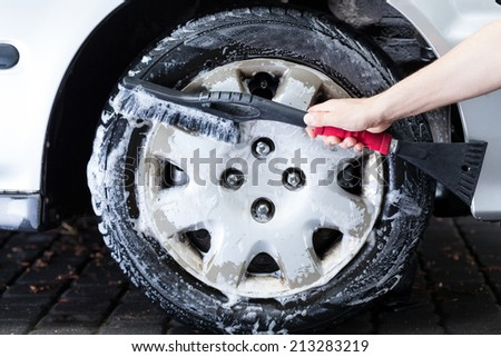 Horizontal view of a professional hubcap cleaning - stock photo