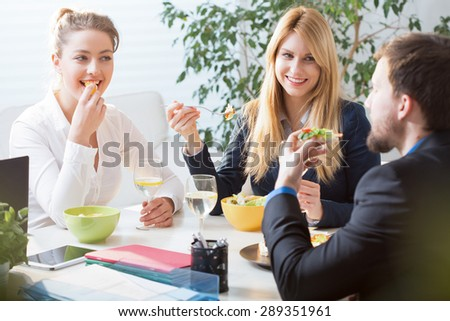 Horizontal view of team eating business lunch - stock photo
