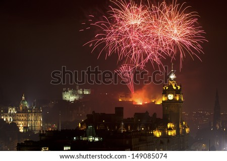 Horizontal view on Edinburgh castle with fireworks