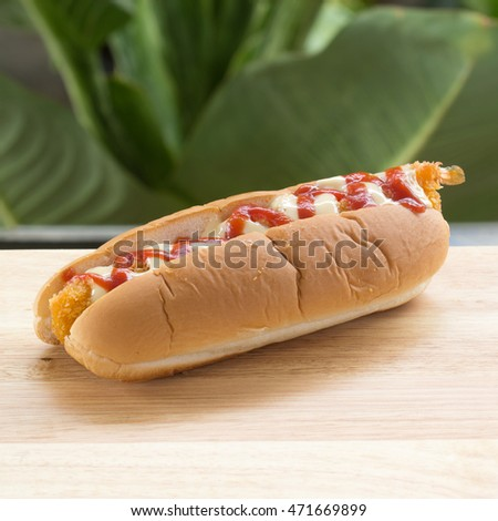 hot dog with ketchup / Shot on the table