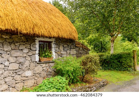 House in Bunratty village (End of the Raite river) is an authentic small village in County Clare, Ireland