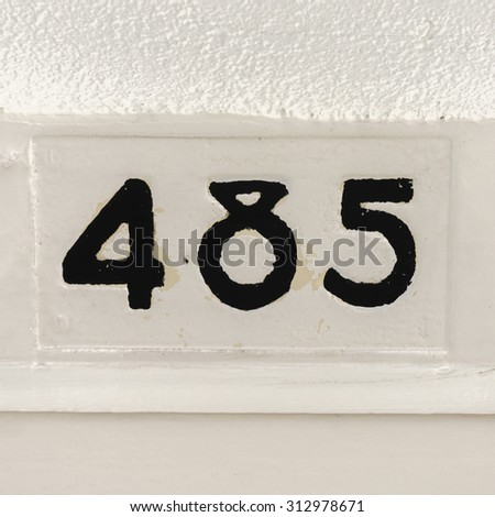 House number four hundred and eighty five - stock photo