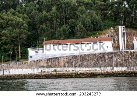 Houses on the bank of the River Douro in Porto, Portugal. View from the River Douro, one of the major rivers of the Iberian Peninsula (2157 m) - stock photo
