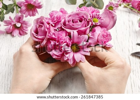 How to make floral arrangement (table centerpiece) with rose, carnation and chrysanthemum flowers. Tutorial, step by step - stock photo