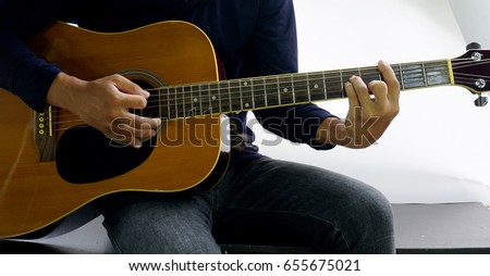 how to play cm on guitar