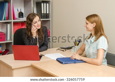 HR specialist negotiates a new employee on the phone