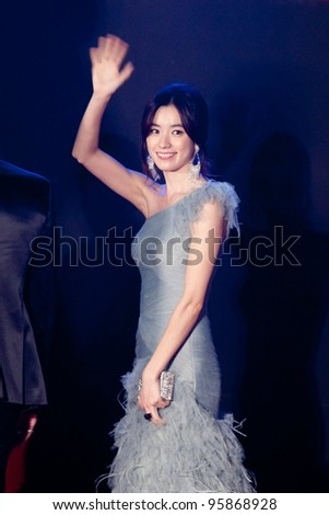 HUA HIN THAILAND - JANUARY 28: Korean actress Han Hyo-Joo waves to the fans during the red carpet night of 2012 Hua Hin International Film Festival on January 28, 2012, in Hua Hin, Thailand