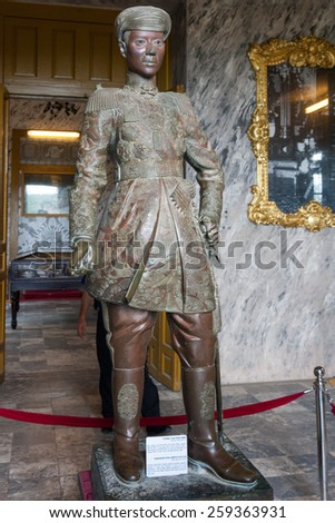 HUE, Viet Nam, 3 November 2008: Statue of emperor Khai Dinh inside his great tomb. A UNESCO World Heritage Site