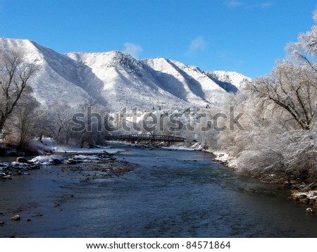 Ice and snow along a river in the mountains