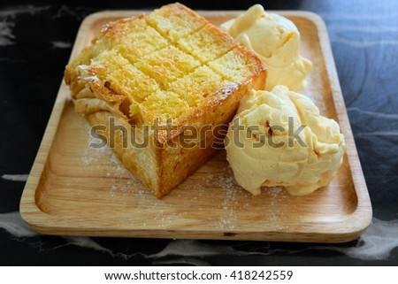 Ice Cream with bread on wooden dish