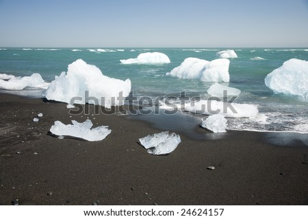 Ice from Jokullsarlon jpushing into the sea and washed onto the beach.