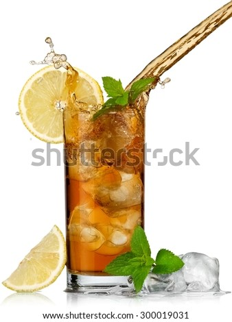 Ice tea pouring