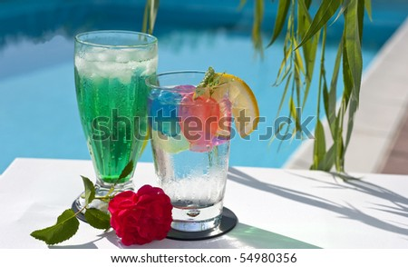 Iced drinks placed on board a private pool.