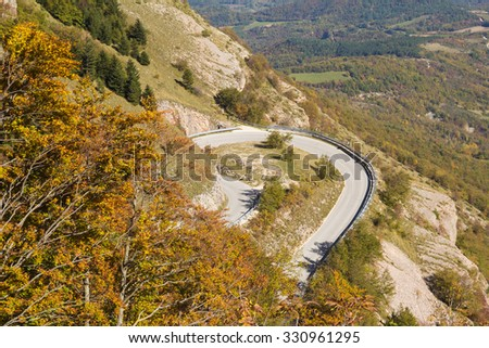 Image of dangerous mountain road for Sassotetto, Marche.