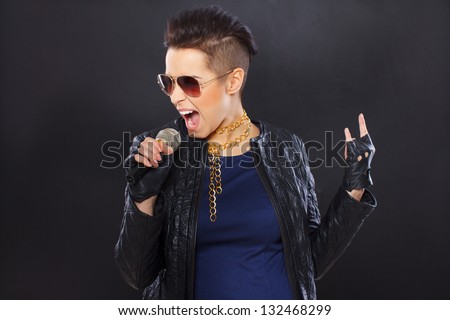 Image of young rock singer who is screaming on her microphone