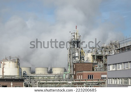 Image showing the man made pollution being pumped into the atmosphere at a processing plant