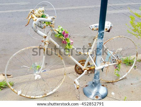 In Memory of / Decorated bicycle, tied to a post, to memory someone that died.
