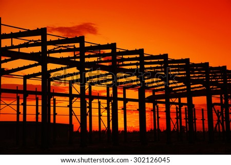 In the evening, the silhouette of steel structure, it is very beautiful