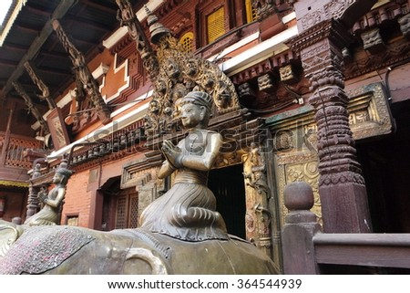 In the nepali city of Patan there is a golden temple whose are devoted both Buddhists and Hindus. It is reach of art treasures and symbolism