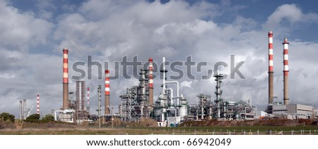 Increment works on a petrol refinery plant.Panoramic picture,not a crop. - stock photo