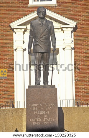INDEPENDENCE, MO - CIRCA 1990's: Statue of Harry S. Truman in front of the Jackson County Courthouse, Independence, MO - stock photo