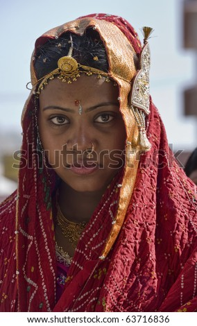 India, Rajasthan, Jaipur, an indian bride is going to her wedding in traditional custumes