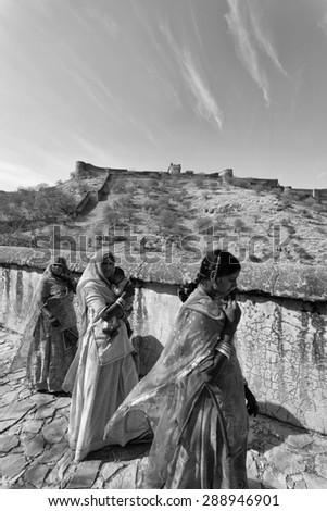 India, Rajasthan, Jaipur;  24 january 2007, indian women at the Amber Palace, 11 km outside Jaipur city - EDITORIAL - stock photo