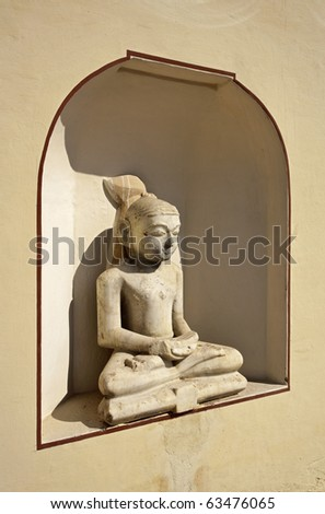 India, Rajasthan, Jaipur, Sisodia Rani Ka Bagh Palace, built in 1710 A.D. by Maharaja Sawai Jai Singh, old statue - stock photo