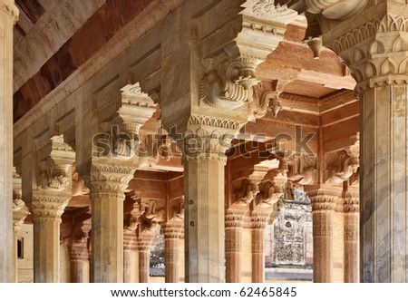 India, Rajasthan, Jaipur, the Amber Fort, elephant statues on the pillars of the fort - stock photo