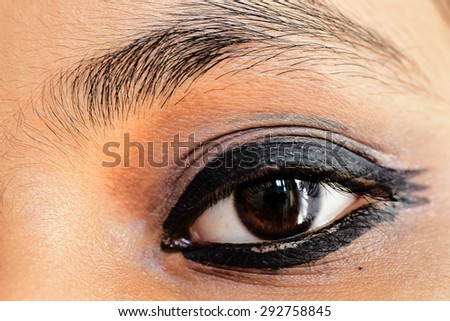 Indian makeup. Mascara applied to the eyelids of a teenage girl.