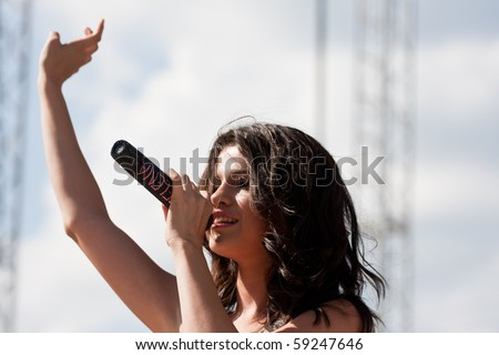 INDIANAPOLIS - AUGUST 15: Singer/ actress Selena Gomez performs on stage at the Indiana State Fair on August 15, 2010 in Indianapolis, Indiana