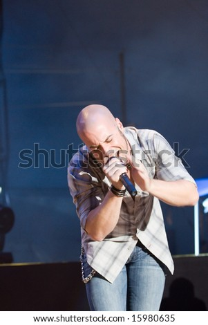 INDIANAPOLIS - AUGUST 9: Singer Chris Daughtry of the band Daughtry  performs at the Indiana State Fair on August 9, 2008 in Indianapolis, Indiana