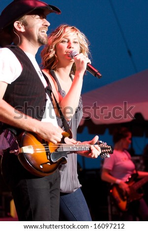 INDIANAPOLIS - AUGUST 12: Singer Jennifer Nettles and guitarist Kristian Bush of the band Sugarland performs at the Indiana State Fair on August 12, 2008 in Indianapolis