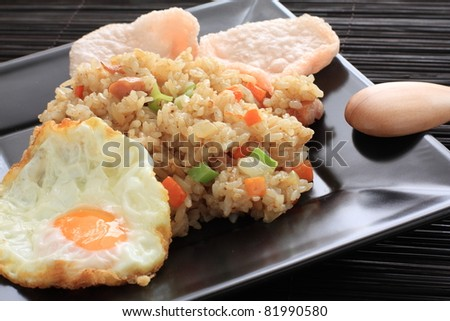 indonesian cuisine, Nosi goreng fried rice with shrimp chip - stock photo
