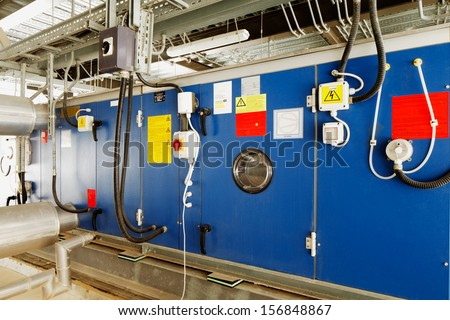 Industrial installation for converting solar energy into electrical energy