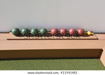 Inviting outdoor terrace bocce ball court made of artificial turf.