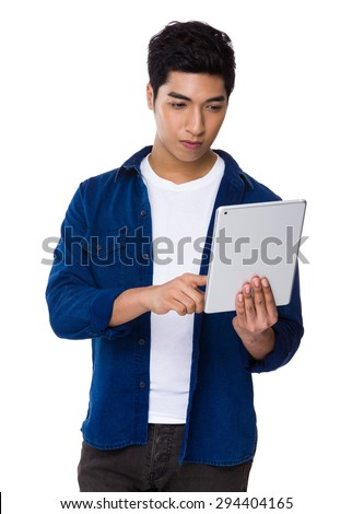 Iranian mixed man use of the digital tablet