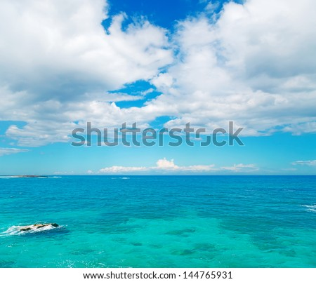 Is Arutas turquoise water on a cloudy day