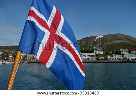 Isländische Flagge auf bBoot - stock photo