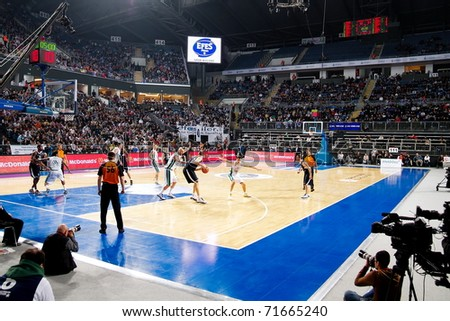 ISTANBUL - JANUARY 20: Efes team (L) looks to drive against Montepaschi Siena at THY Euroleage Top 16 Championship basketball game, January 20, 2011 in Istanbul - stock photo