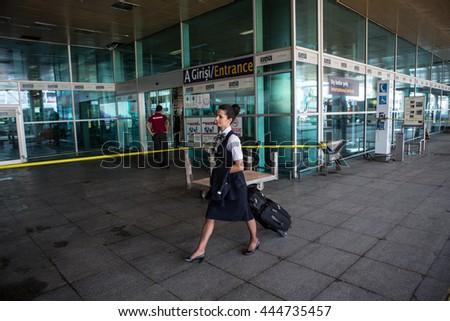 Flygplats stangd efter bomblarm