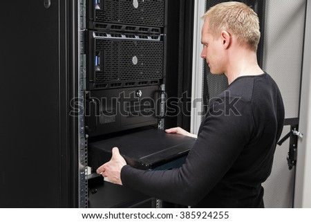 It consultant install network router in datacenter
