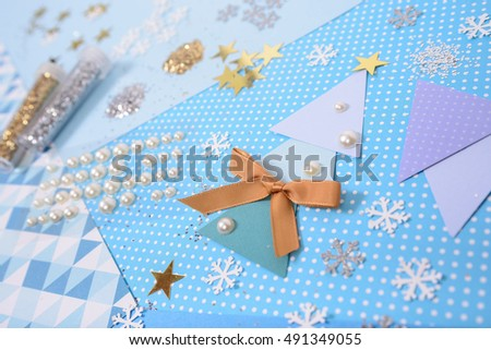It's time to make Christmas card! Get some paper and glitter, gather your kids and let's create!