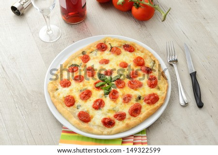 Italian pizza with tomatoes and cheese