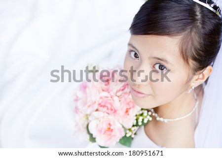 Japanese Bride to look back with a bouquet