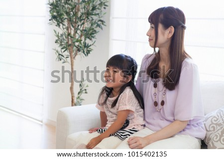 Japanese parent and child to relax in the living room