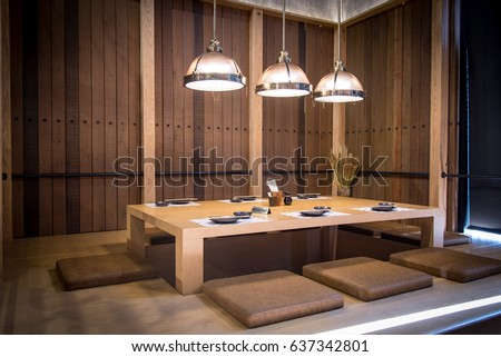 Japanese Style Restaurant Wood Table Center And Cushions 3 Lighting