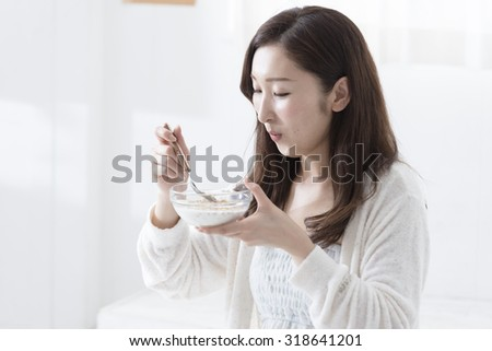 Japanese women who eat breakfast