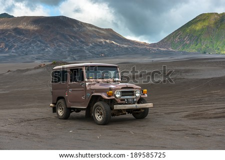 JAVA,INDONESIA - FEB 17: tourist jeep are waiting for their customer at mount Bromo on on February 17, 2013 in Bromo Volcano, Java, Indonesia