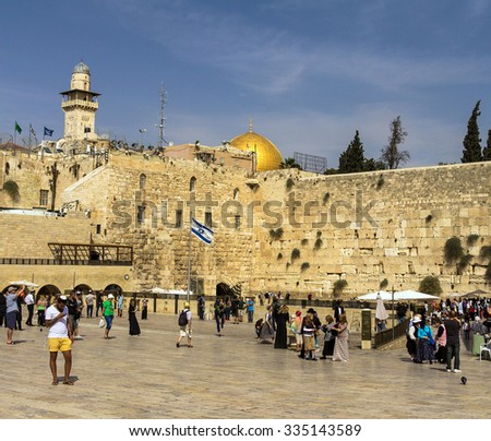 JERUSALEM, ISRAEL - OCTOBER 13, 2015:  Unidentified Jewish worshipers  and tourists  on Western wall plaza near Temple Mount